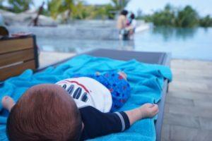 赤ちゃんプールサイド