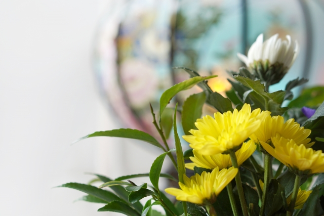 提灯と仏花