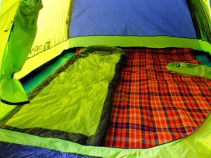 キャンプ テント内